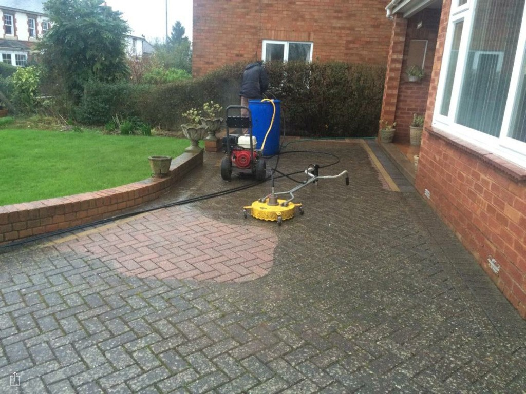 Driveway block paving cleaning herefordshire drive for Driveway cleaning companies